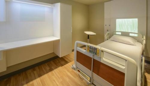 Mesa y respaldo corian glacier white para hospitales