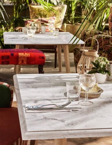 Mesa fabricada en CORIAN para restaurantes