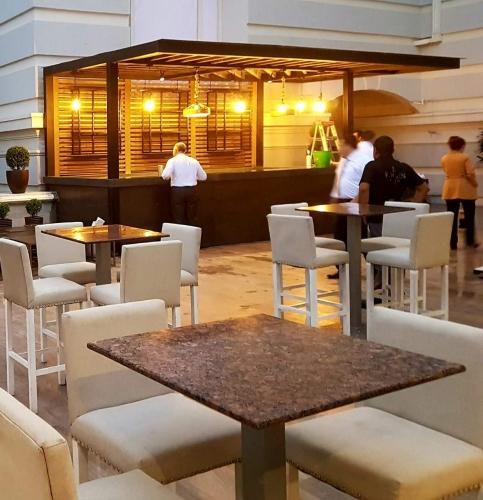 Mesas altas para casinos y bares fabricación